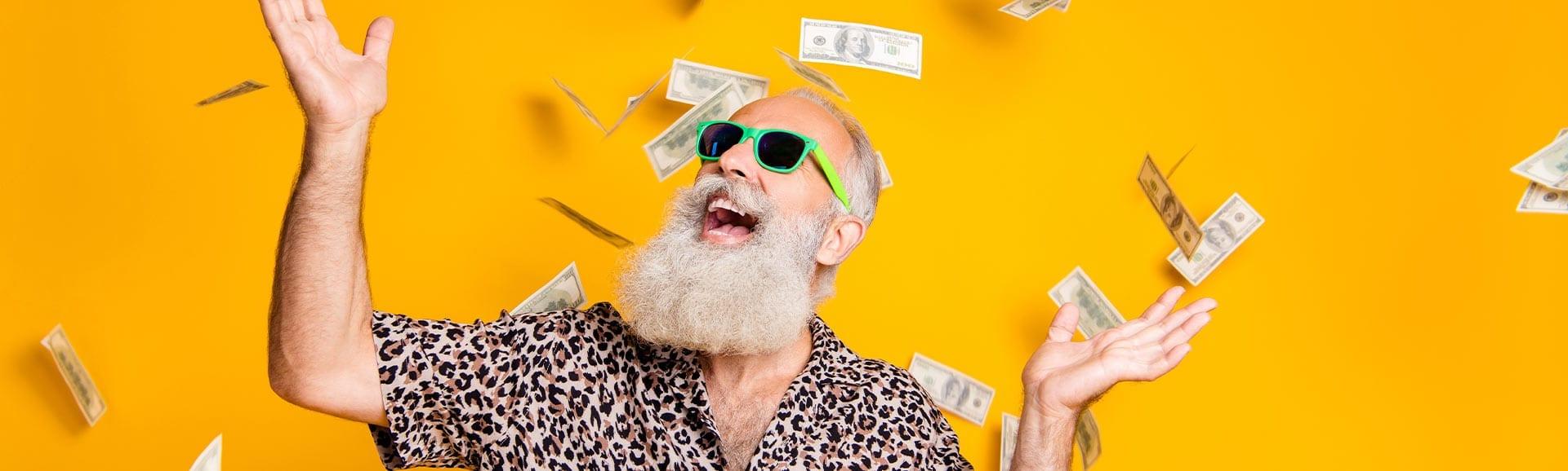 Rentner freut sich über die Sofortauszahlung beim Immobilien-Teilverkauf