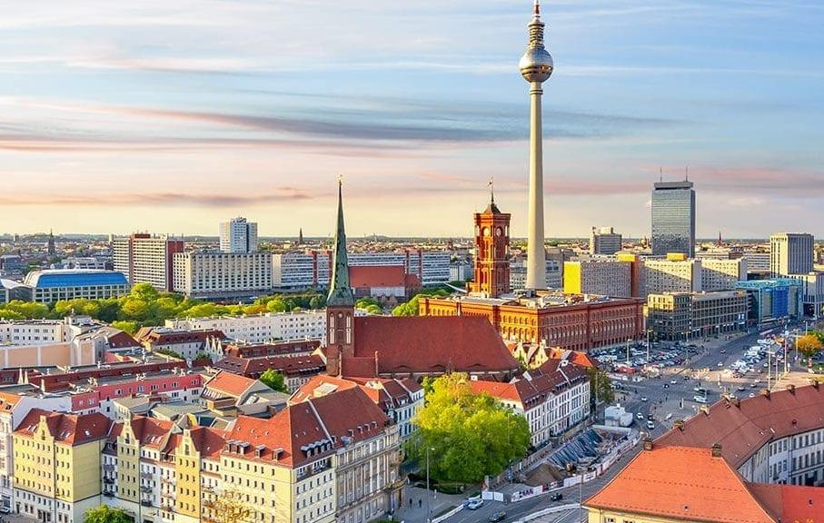 Blick über die Spree auf den Berliner Fernsehturm