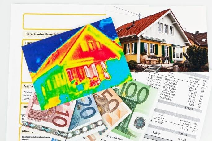 Energieanalyse eines Hauses und KFW Sanierungs-Bonus für die durch den Immobilien-Teilverkauf finanzierte energetische Sanierung