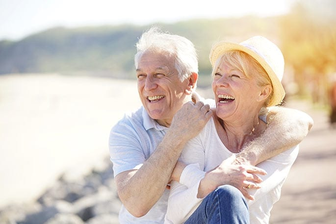 Ehepaar Rentner Senioren glücklich sorgenfrei