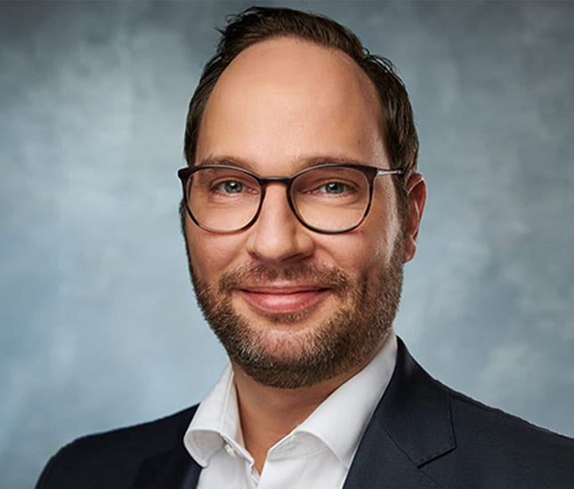 Das Porträtfoto von André Dölker, dem Geschäftsführenden Gesellschafter der Deutsche Teilkauf GmbH.